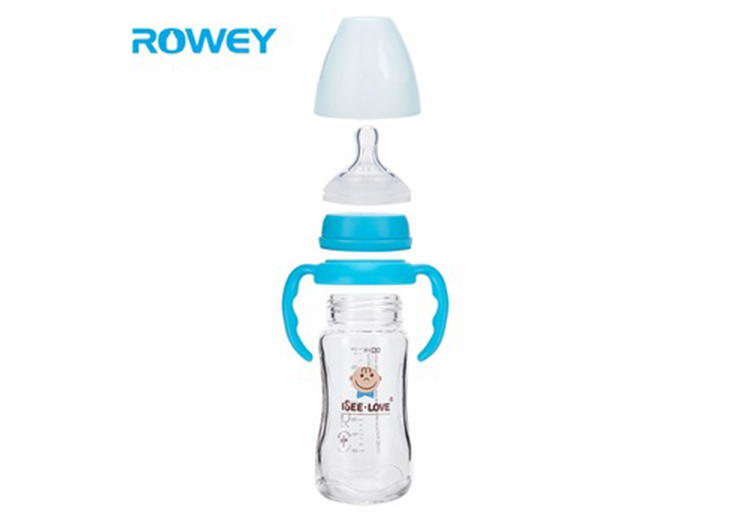 Compare glass baby bottle with the plastic baby bottle